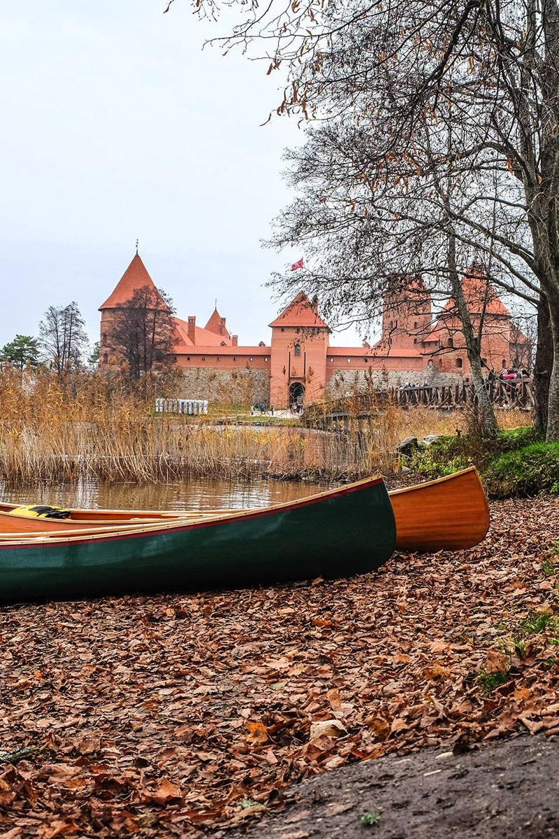 Canoes ant the Castle